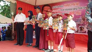 Cairkan Dana KIP, Mendikbud Kunjungi Pulau Barrang Lompo
