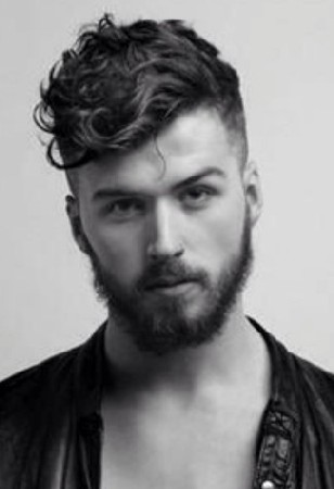model rambut ikal pria sesuai bentuk wajah