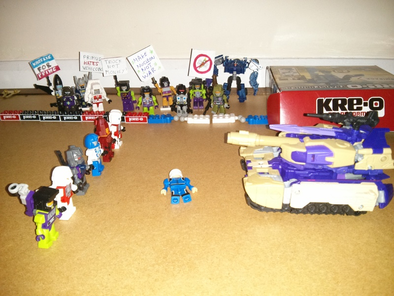 Generations Blitzwing vs kreo