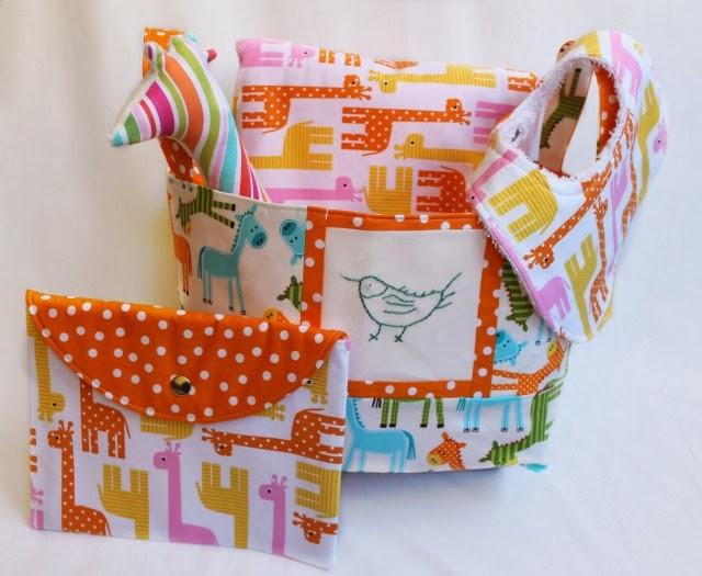 cesta de tela-babero-manta minky-sobre cartilla-jirafa de tela funkypatch.blogspot.es