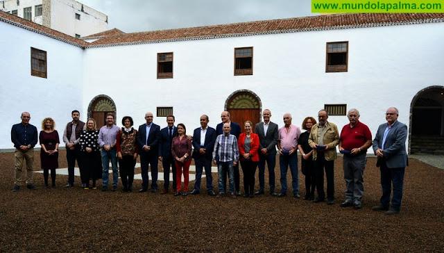 El Cabildo de La Palma ha celebrado un encuentro navideño en el que homenajea a los trabajadores jubilados de la institución