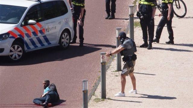 Βίντεο: η σύλληψη του δράστη της επίθεσης με μαχαίρι στη Χάγη που φώναζε ο Αλάχ είναι μεγάλος