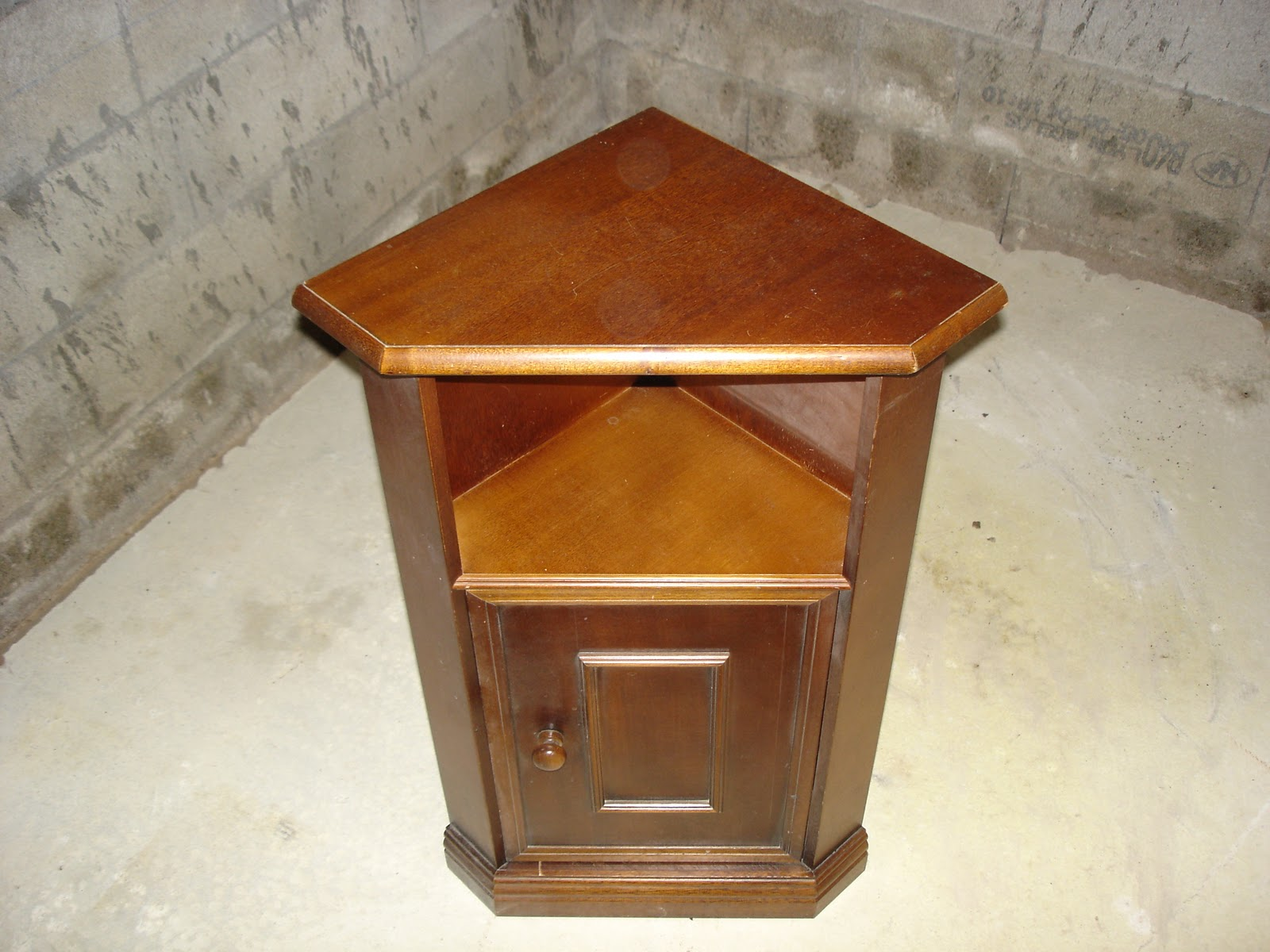 dressing grenier petit meuble d 39 angle. Black Bedroom Furniture Sets. Home Design Ideas