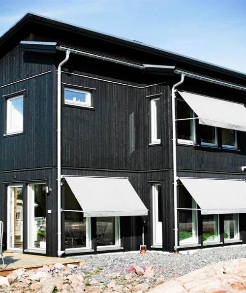 fachada de casa color negro