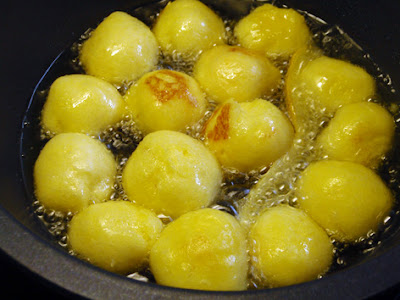 Buñuelos fritos en aceite de oliva