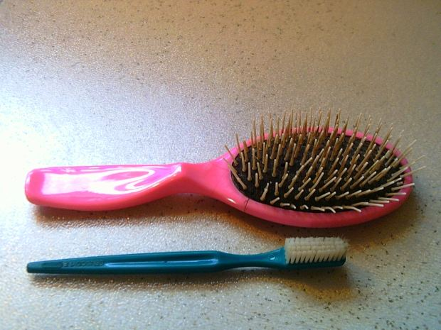 How To Clean up Your Hair Comb/Brushes