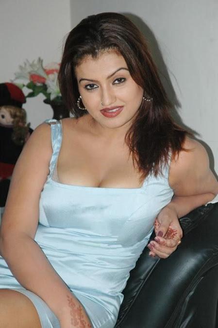 Actress Sona Heiden Aunty Latest Hot Photos Collection