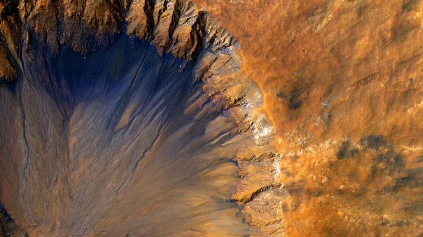 NASA descubre glaciares de hielo puro enterrados en Marte
