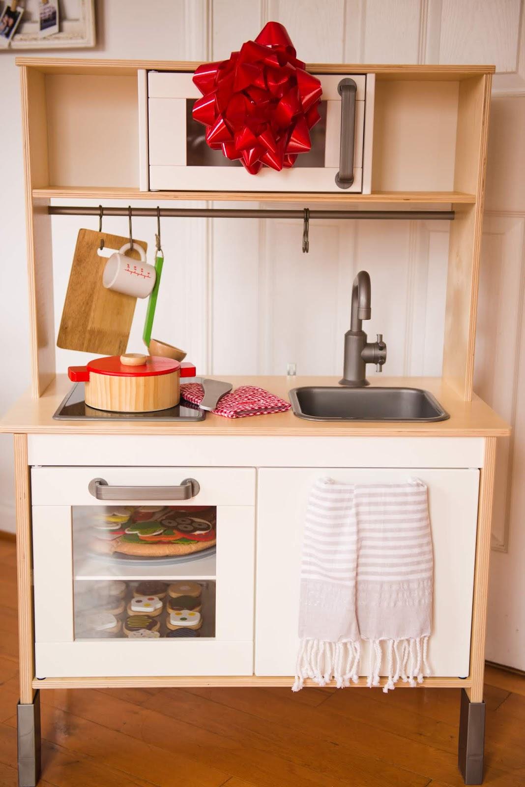 Domestic Fashionista: Ikea Play Kitchen Review
