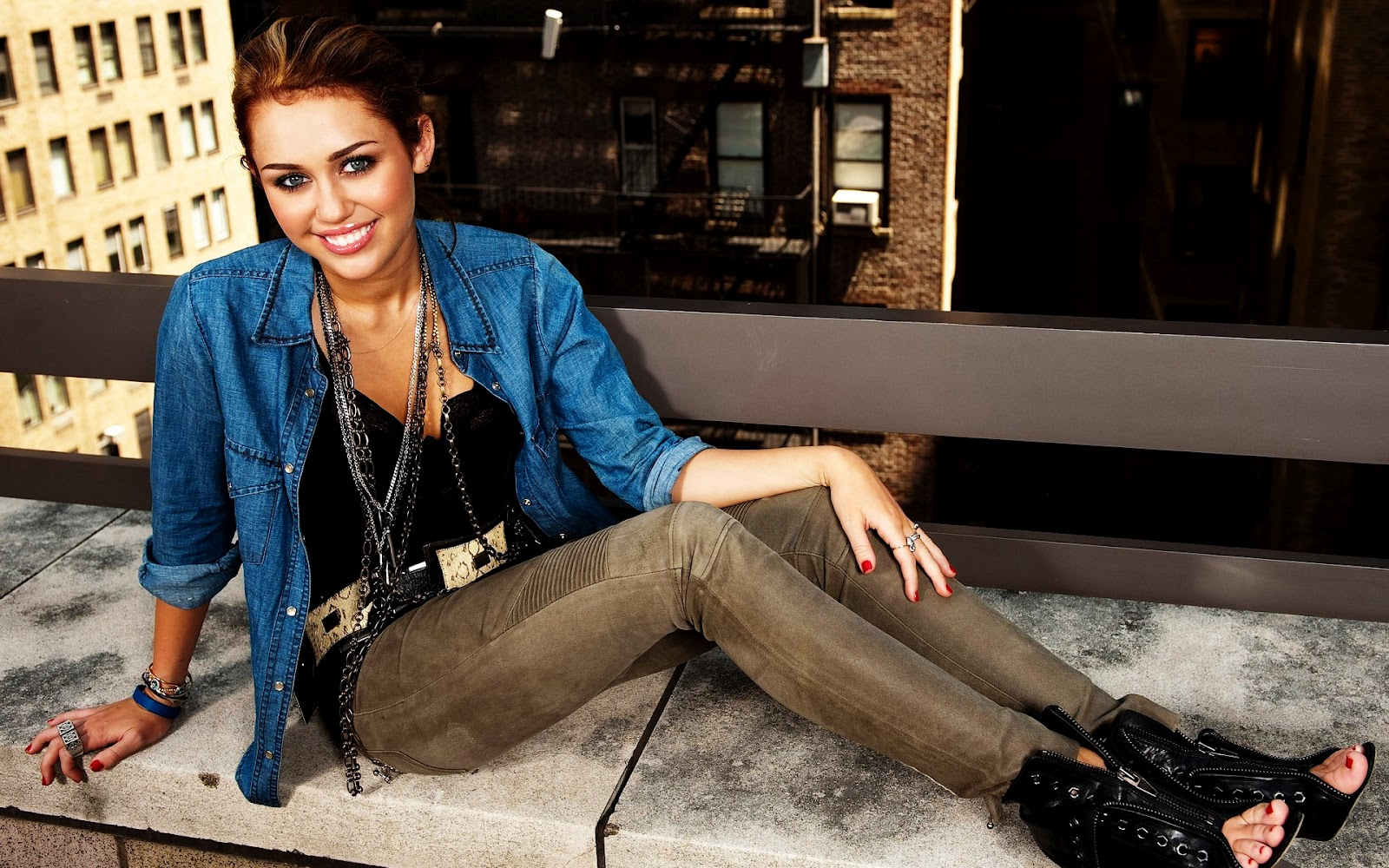 Miley Cyrus Sexy Wallpapers  Miley Cyrus Wallpapers-1731