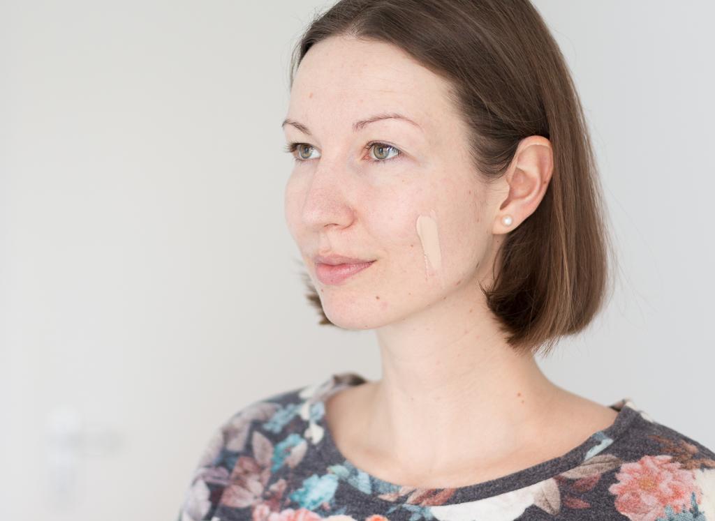 It Cosmetics Your Skin But Better CC+ Fair Swatch auf dem Gesicht