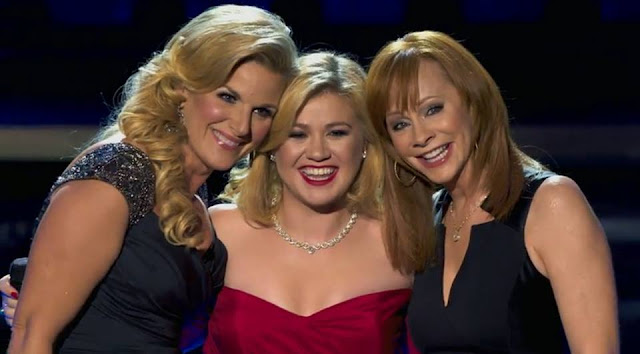 Video: Kelly Clarkson - Silent Night (Con Trisha Yearwood y Reba McEntire)