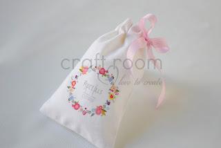 ρομαντικές μπομπονιέρες λευκές με λουλουδάκια για κοριτσίστικη βάπτιση