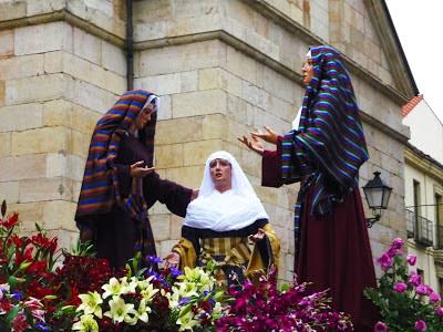 Mujeres del paso de misterio de Nuestro Padre Jesús del Consuelo. Cofradía María del Dulce Nombre. León. Foto G. Márquez.