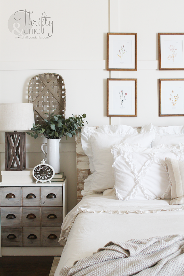 A Colorful & Thrifty First Apartment   College apartment ...  Thrifty Bedroom Ideas