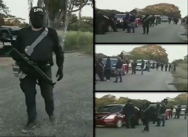 """VIDEO, APARECE POLICÍA FEDERAL DANDO """"SEGURIDAD"""" AL CONVOY ARMADO DEL CJNG."""