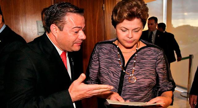 Pastor Marco Aurélio ao lado da presidente Dilma