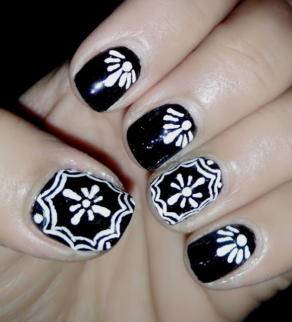 Black and White Nail art Manicure