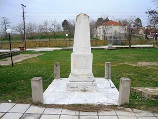 το μνημείο πεσόντων στον Μεσόκαμπο της Φλώρινας