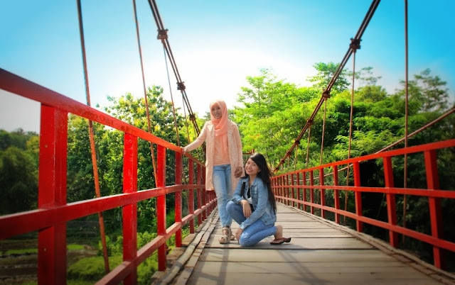 jembatan merah hutan wisata tinjomoyo semarang