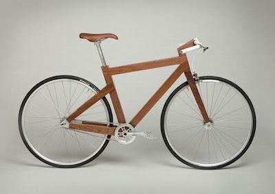 bicicleta hecha con madera