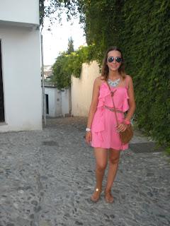 http://conndenoemi.blogspot.com.es/2015/08/volantes-rosas.html