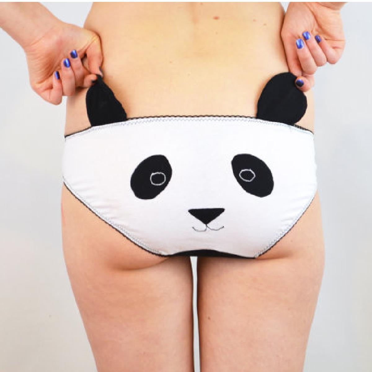 Des sous-vêtement de femme sexy avec des dessins d'animaux