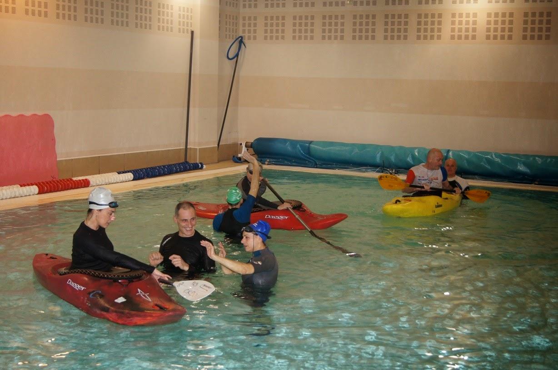 Inuit del lario esercitazioni di eskimo inuit roll in for Piscina canoe