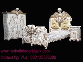 mebel ukir jepara,tempat tidur ukir jepara jati klasik cat duco french style italian furniture.code 90082,TOKO JATI|MEBEL INTERIOR KLASIK|FURNITURE KLASIK MEWAH|MEBELTREMBESI JEPARA  JUAL MEBEL JEPARA|MEBEL KLASIK JEPARA|MEBEL UKIR JEPARA|MEBEL DUCO|MEBEL CLASSIC EROPA|MEBEL FRENCH STYLE VINTAGE|SCANDINAVIAN|jual tempat tidur klasik jati ukiran cat duco jepara untuk rumah classic eropa anda.