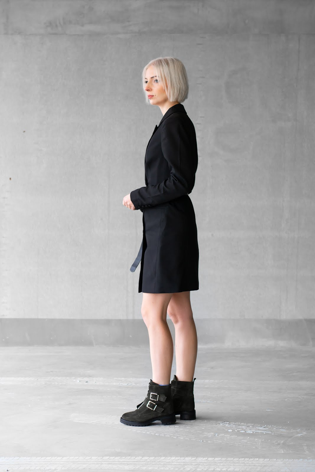 NA-KD, blazer dress, sacha shoes, biker boots, olive green, inspiration, trends, win gratis outfit, blogger, street style