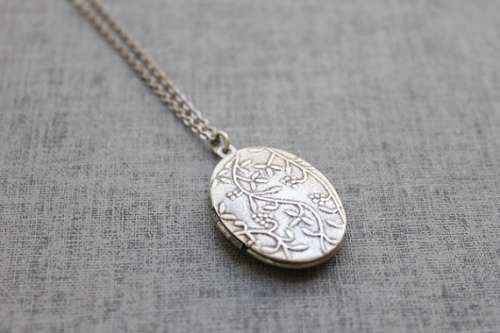 Vintage style double side vine pattern oval Locket