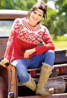 Красно-белый свитер с норвежским узором