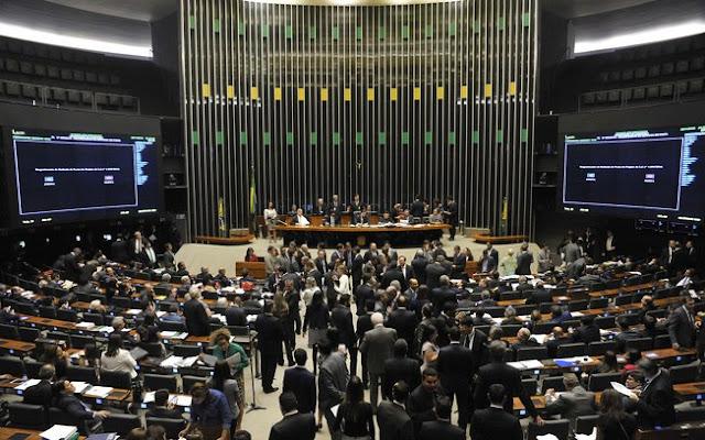 Câmara dos Deputados volta ao trabalho nesta semana, após folga prolongada de carnaval; reforma é a pauta de retorno