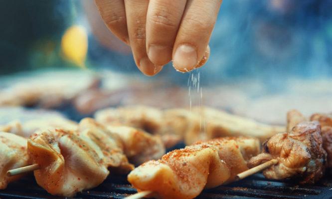 Κάπνισμα: Οι τροφές που βοηθούν να κόψετε το τσιγάρο