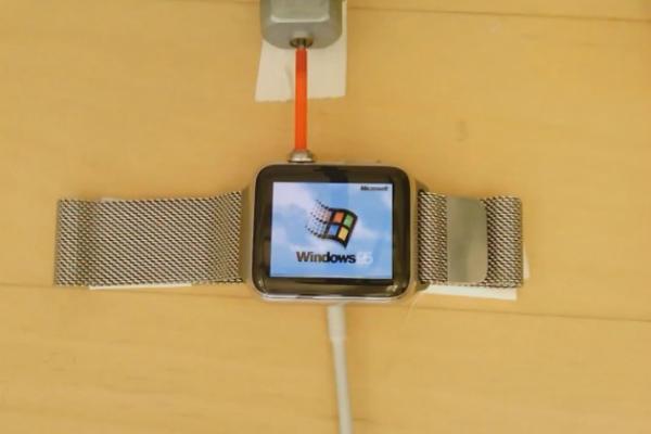 بالفيديو: مطور يثبت ويندوز 95 على ساعة آبل واتش !