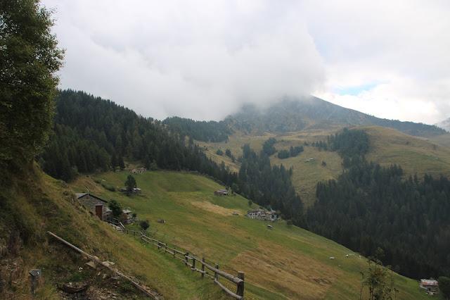 Trekking in Valtellina verso il Rifugio Alpe Piazza Valle di Albaredo San Marco