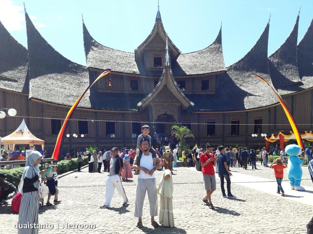 Istano Basa - Pagaruyung Batusangkar - duaistanto Journey