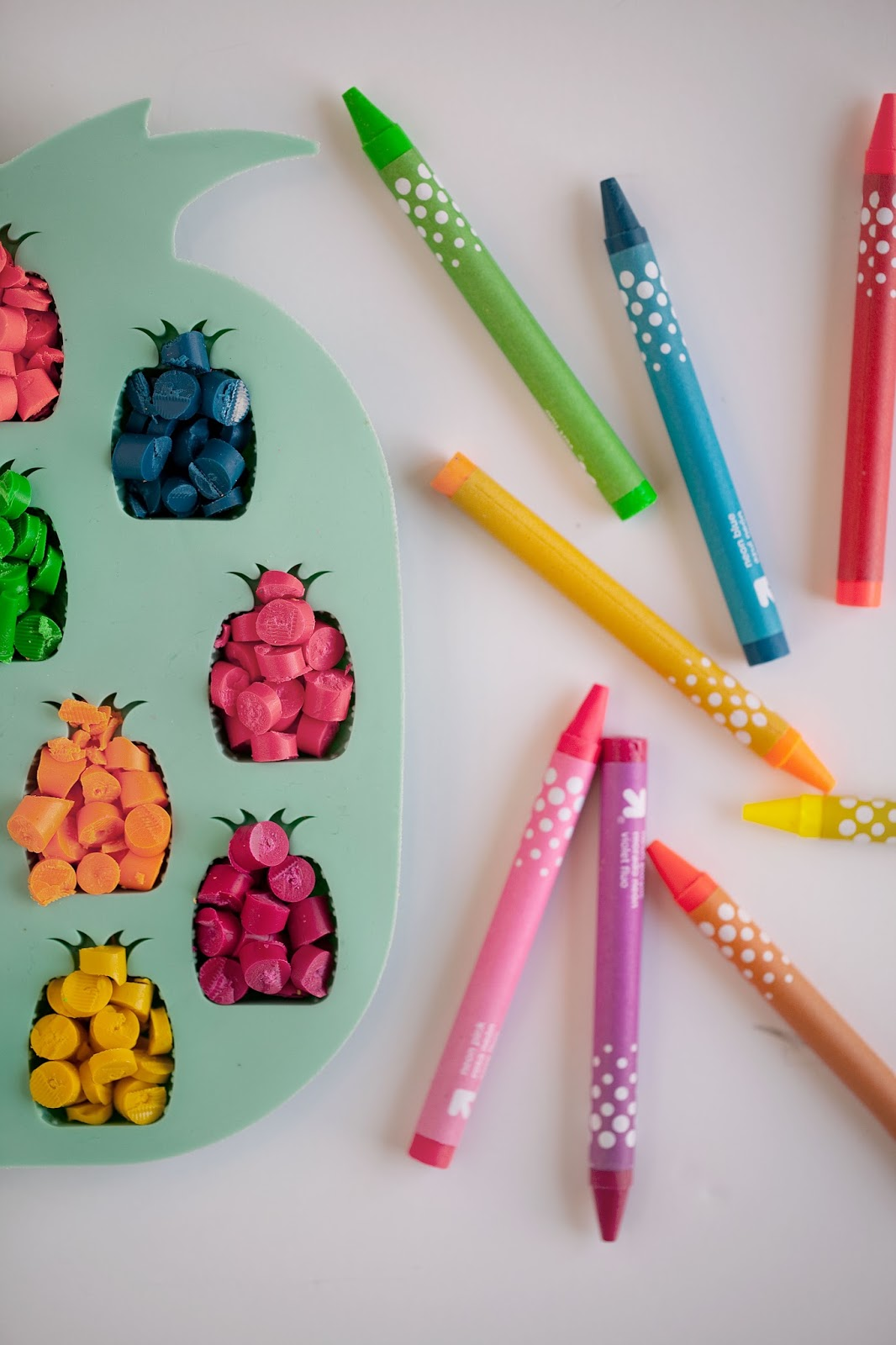 Tell Diy Pineapple Crayons Tell Love And Party