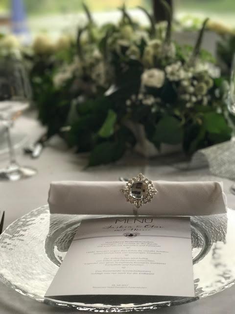 Serviettenringe, Hochzeit zu Dritt, kleine Familienhochzeit, Riessersee Hotel Garmisch-Partenkirchen, Bayern, freie Trauung