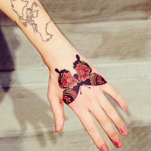 Borboleta com Flor Vermelha Desenhos de Tatuagem