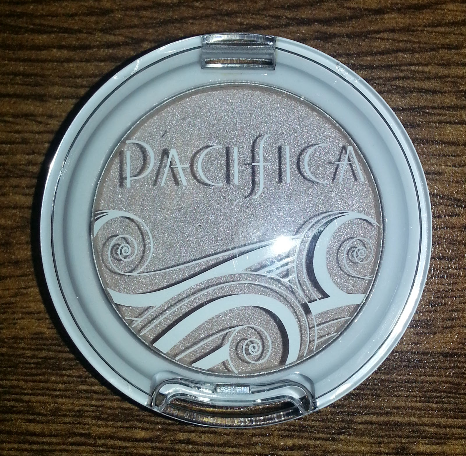 Pacifica Natural Mineral Coconut Eye Shadow in Ethereal