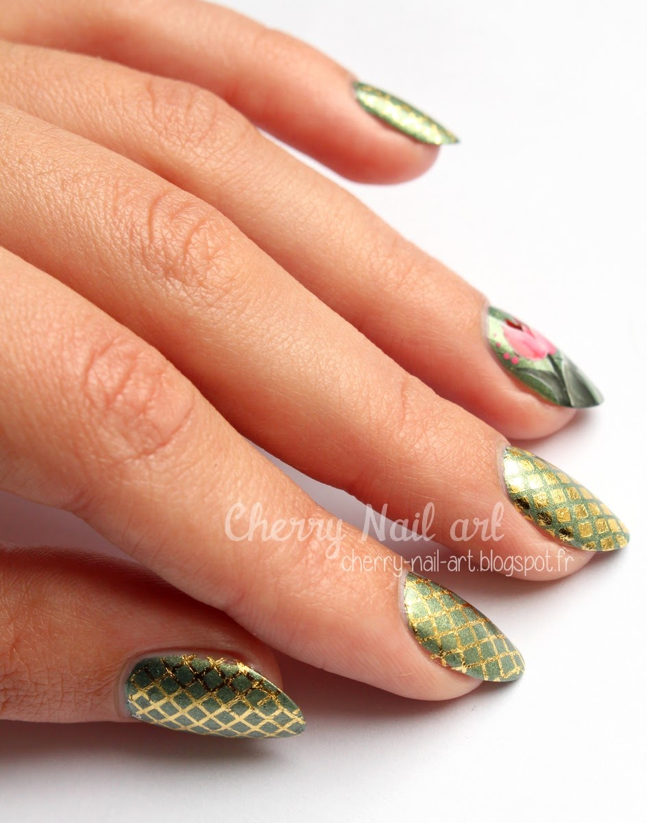 nail art tulipe zhostovo et water decal integraux doré