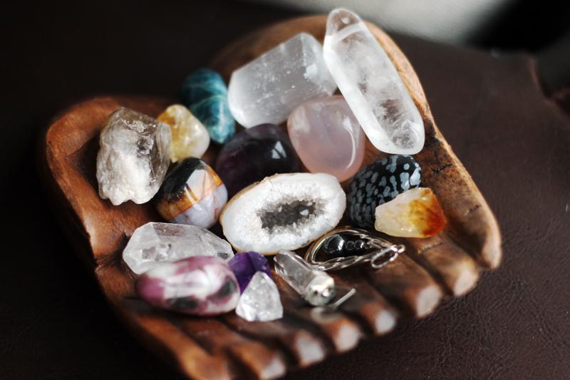 25cfdb87897 Kohe, kui need pildid olin ära töödelnud ja ülesse laadinud, tuli meelde,  et mul on erinevad kristallid veel kotitaskutes ja Paides, akna laua peal  ning ...
