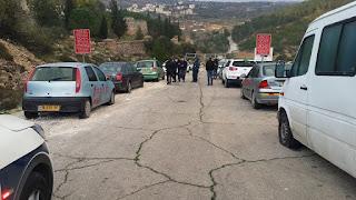 قام المستوطنين صباح هذا اليوم بتخريب سيارات أهالي القرية