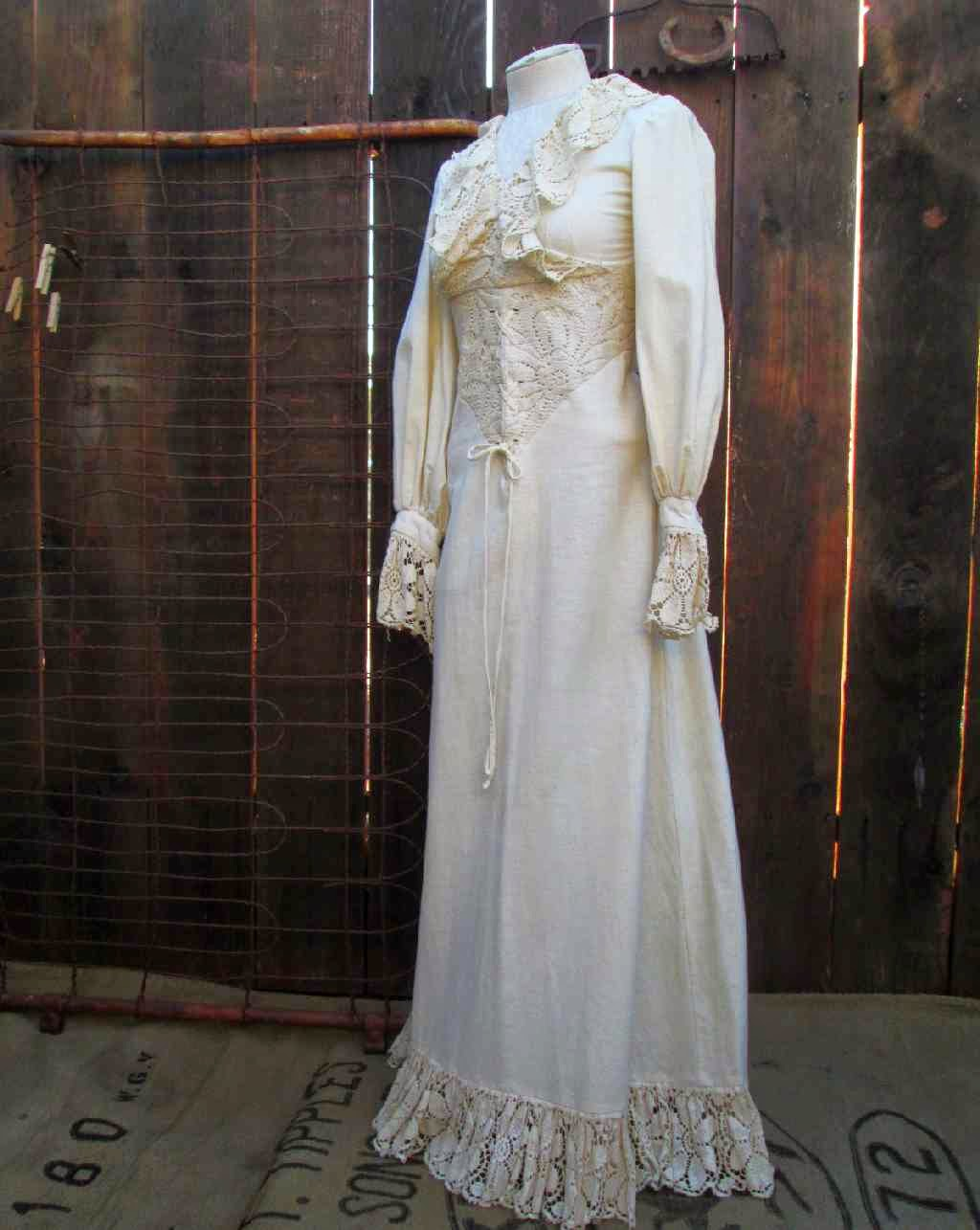 funkoma vintage*the recycled life: White lace and Promises