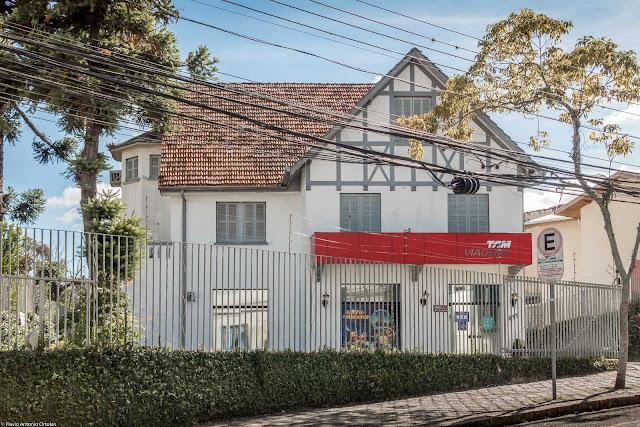 Casa na Rua Desembargador Ermelino de Leão, com falso enxaimel