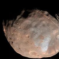 Lassan darabokra hullhat a Mars egyik holdja