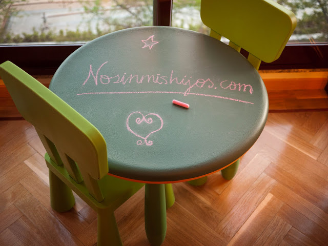 Mesa pizarra para niños