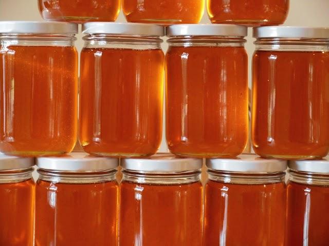 Αγοράστε μέλι μόνο από μελισσοκόμους: Και όταν μάθετε το γιατί, δεν θα σας αρέσει....