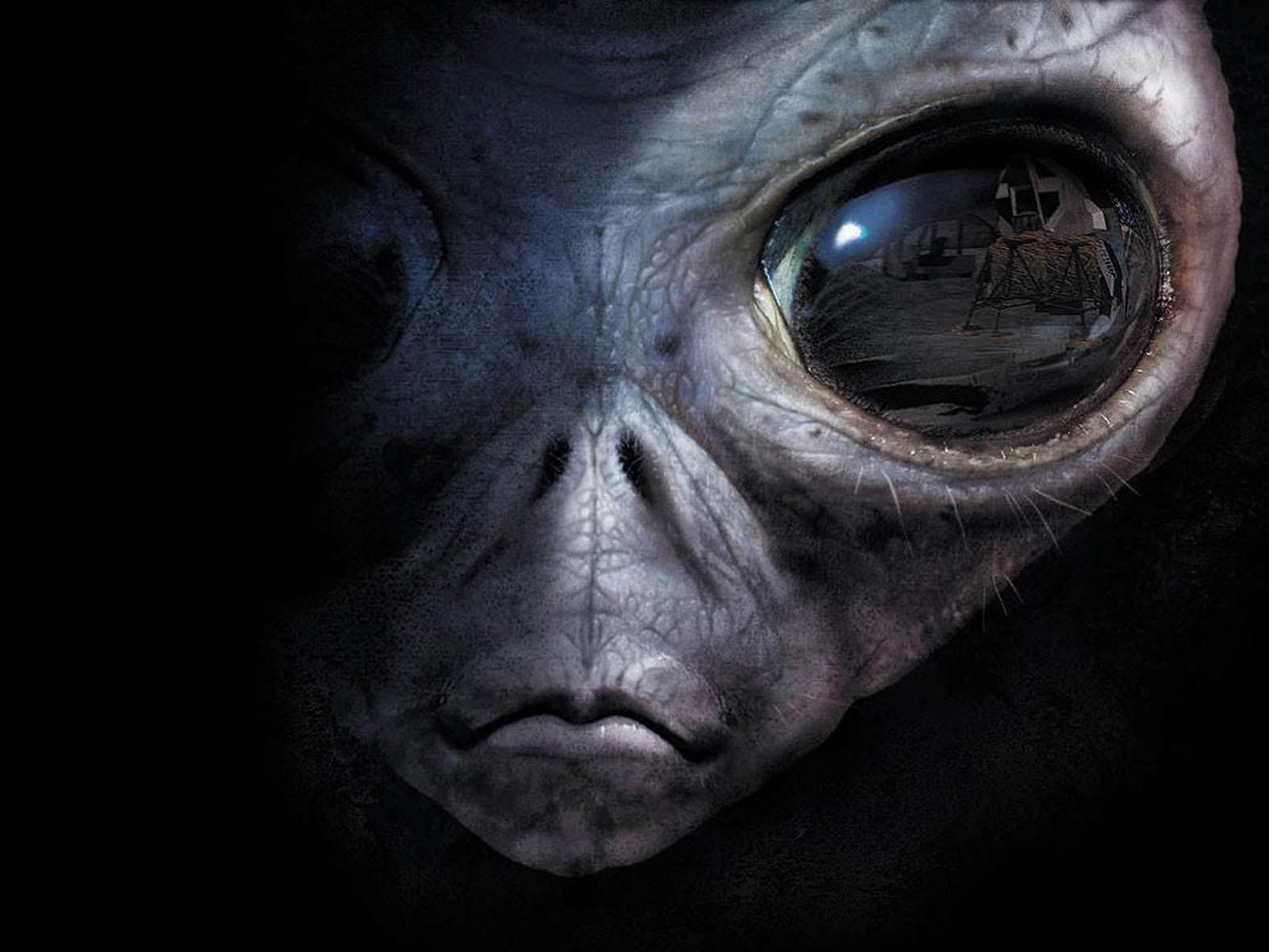 wallpaper: Alien Eyes Wallpapers